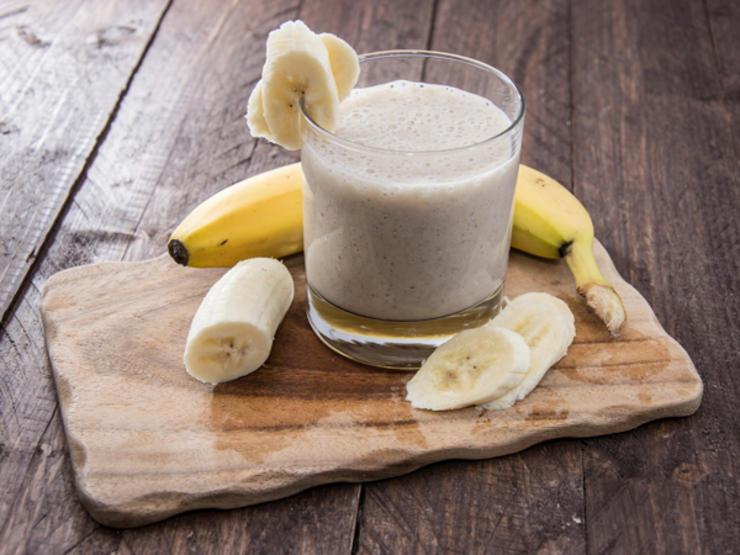 اسموتی رژیمی برای لاغری سریع,اسموتی موز و کره بادام زمینی-banana-smoothie-ts-178834536